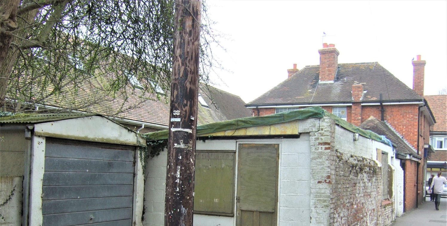 This is the site of a dilapixated former tearoom building ready for demolition. Planning consent has been obtained under application No Y12/1074/SH from Folkestone and Hythe District Council. This is dated spring 2013 and has now obviously expired; h...