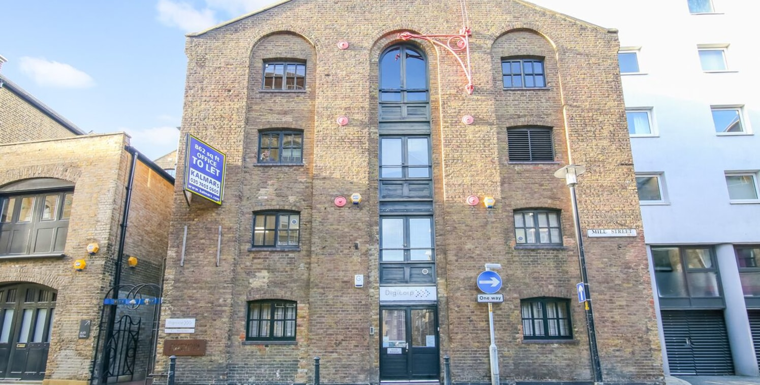 MODERN OFFICE offered with FLEXIBLE TERMS. Priced at a very reasonable £37.12 per sq ft. The office is located in a warehouse conversion developed into character offices in 1990s set around two enclosed atriums. The block is a gated development and l...