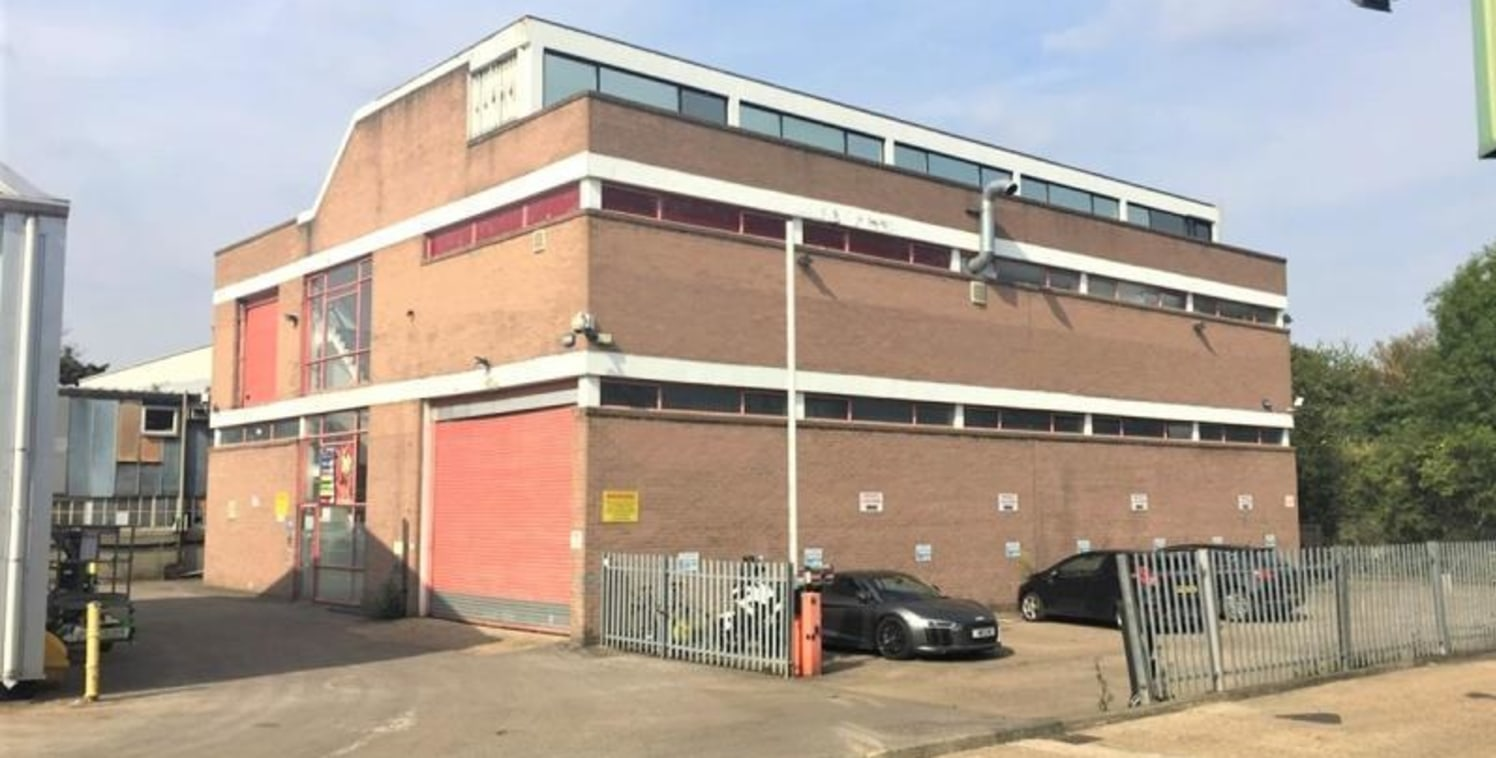 THREE-STOREY BUSINESS UNIT WITH GOODS LIFT AND SECOND FLOOR OFFICES\n\nUnit 11 is at the rear of Boston Business Park and overlooks the Grand Union Canal. The remainder of Boston Business Park is a terrace of primarily warehousing and industrial buil...