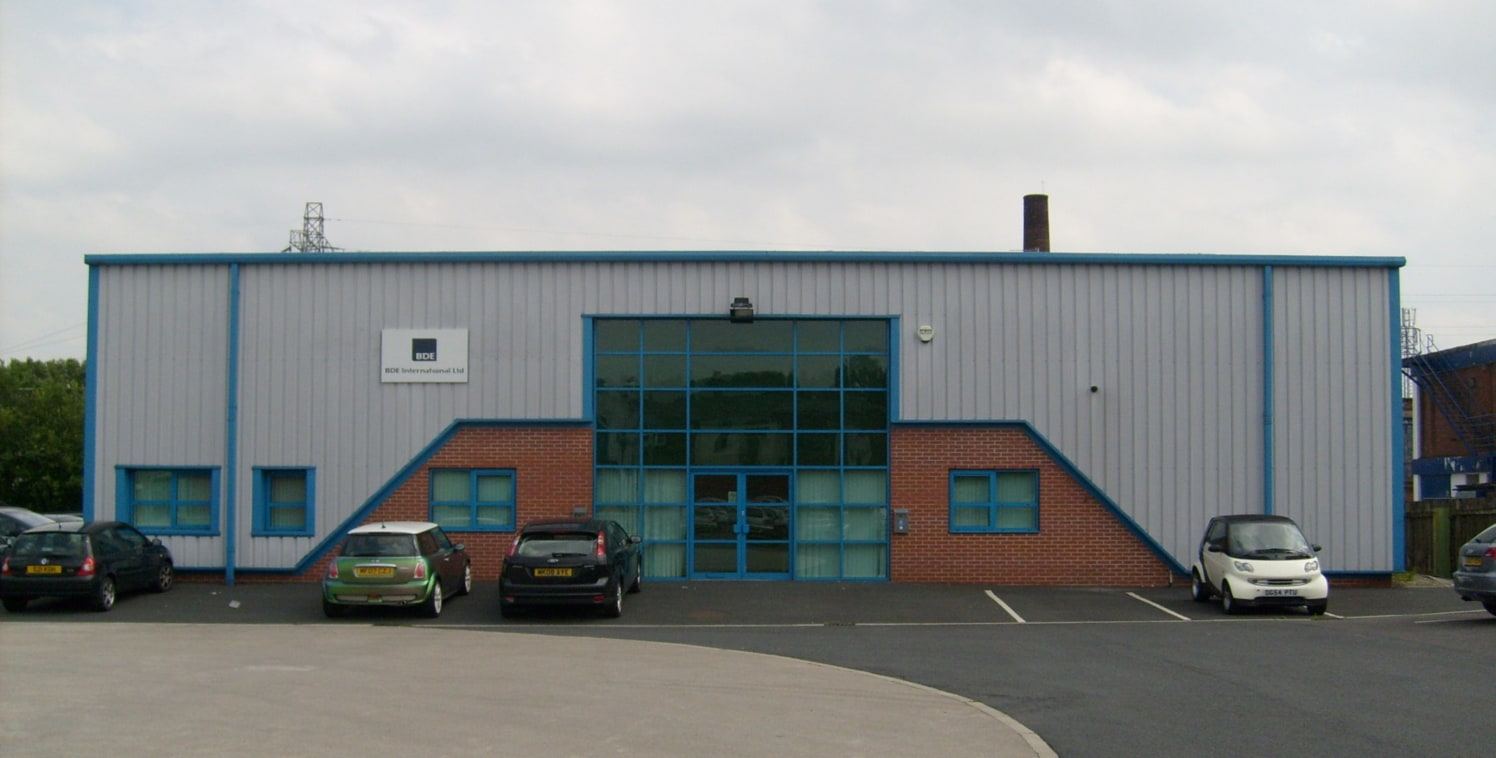 The property comprises a modern detached business unit which has been fitted out internally to provide high quality office accommodation with a storage/warehouse area. The unit would be shared only with its owner, and at present only the toilets are...