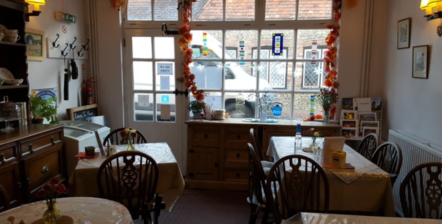 The premises comprise a ground floor tea rooms with associated facilities including kitchen, lounge and secure access to the rear garden. At first floor, there are currently three guest rooms with en-suite shower facilities in one room, a separate ba...
