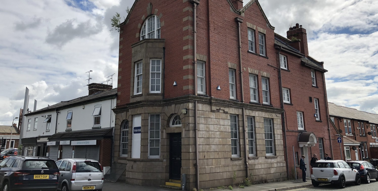 Rare freehold/owner occupier opportunity of an office comprising 2,270 sq ft in Ellesmere Port.  The property benefits from D1 use and sits 0.5 miles from Junction 9 of the M53 providing good access to North Wales and Manchester.   The freehold inter...