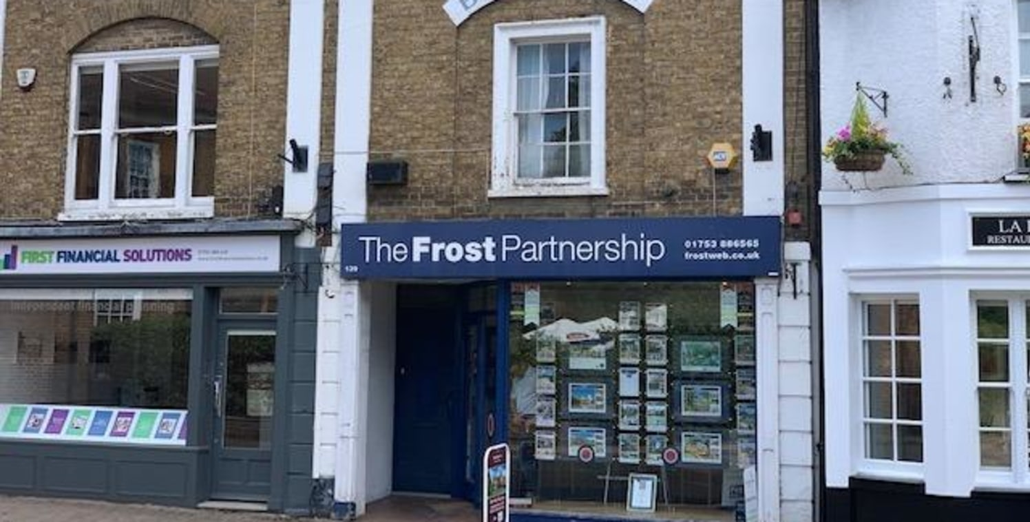 The premises are located in a prominent, central location in Chalfont St Peter, near to St Peter's Court with its free parking and retailers such as M&S Simply Food. The A413 joins the High Street close by and this connects the village with the motor...