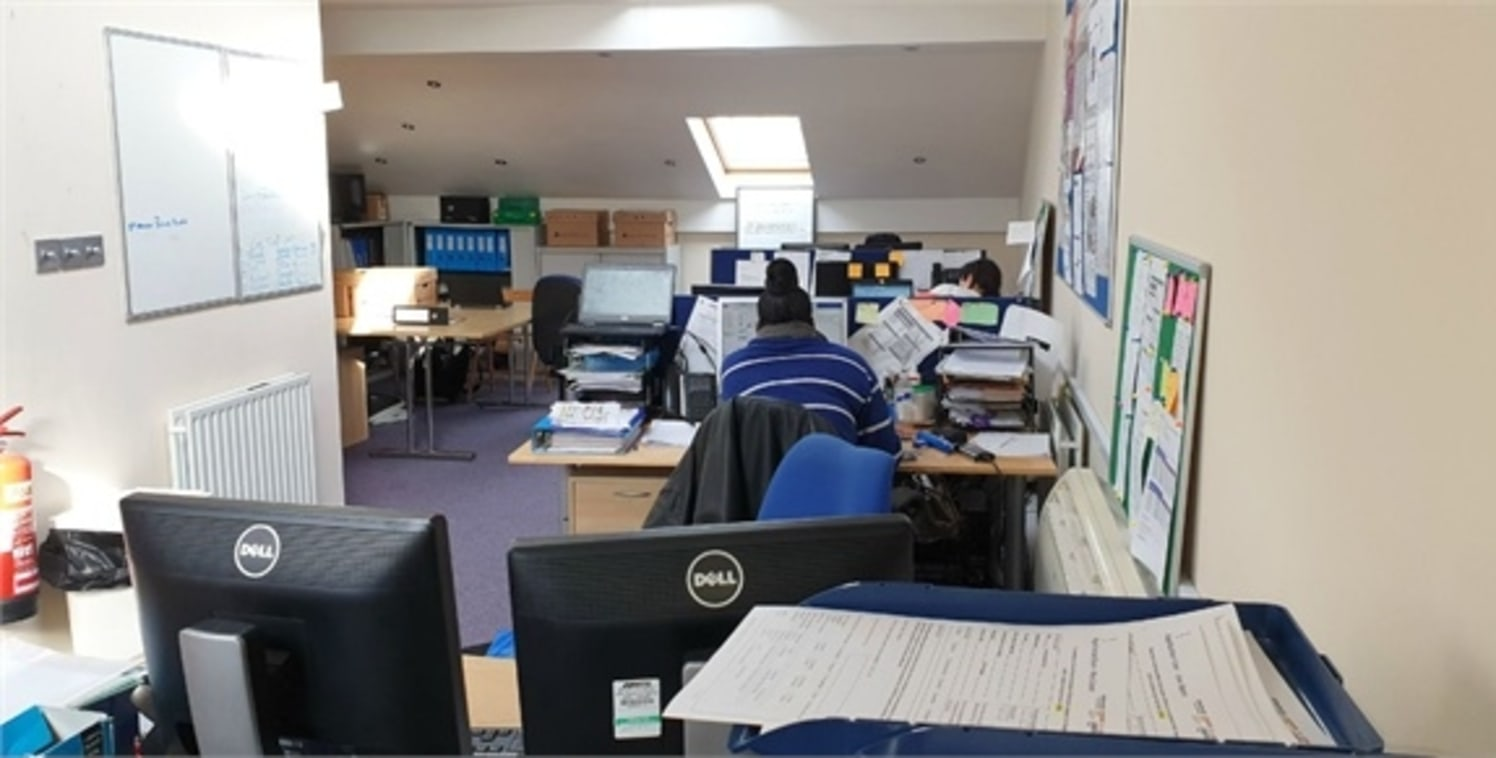 Office B1 use for rent\n\nalexandra park is pleased to offer this modern office B1 use for rent above Solicitor's office which is on second floor & a Mezzanine above with a share ground floor reception area. Wc facility on second floor. Kitchenette o...