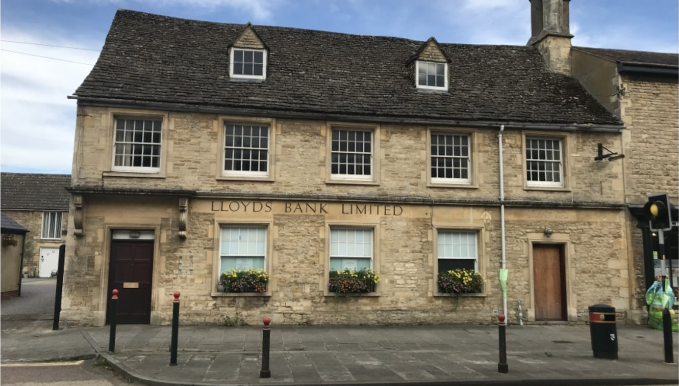 The subject premises is situated at the top end of Cricklade's High Street. Cricklade is an attractive and thriving market town well located just off the A419 dual carriageway between Cirencester and Swindon.