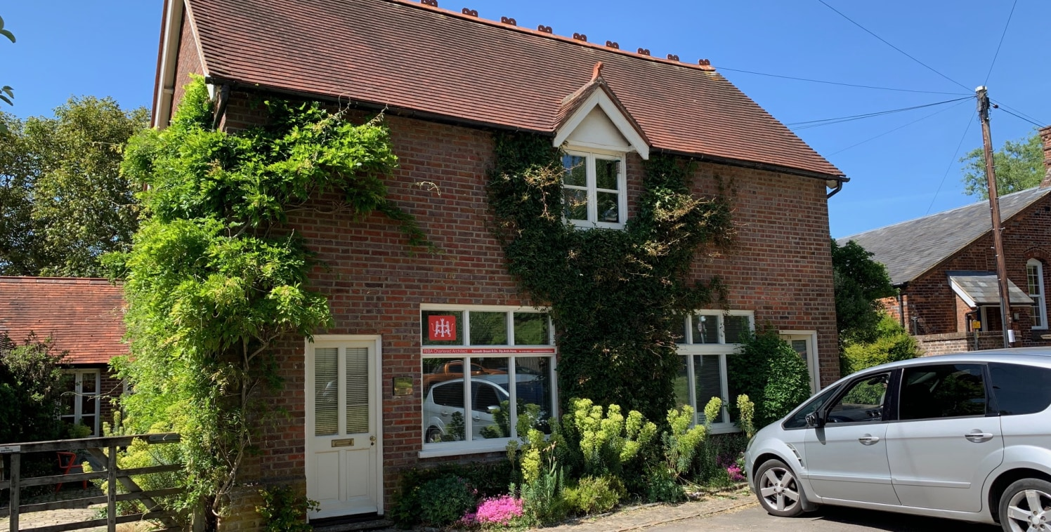 The property overlooks the village green approx 150m from Great Missenden High Street. Amersham and High Wycombe are approximately 5 miles and 6 miles to the South East and South West respectively. As well as banking, retail and leisure facilities, t...