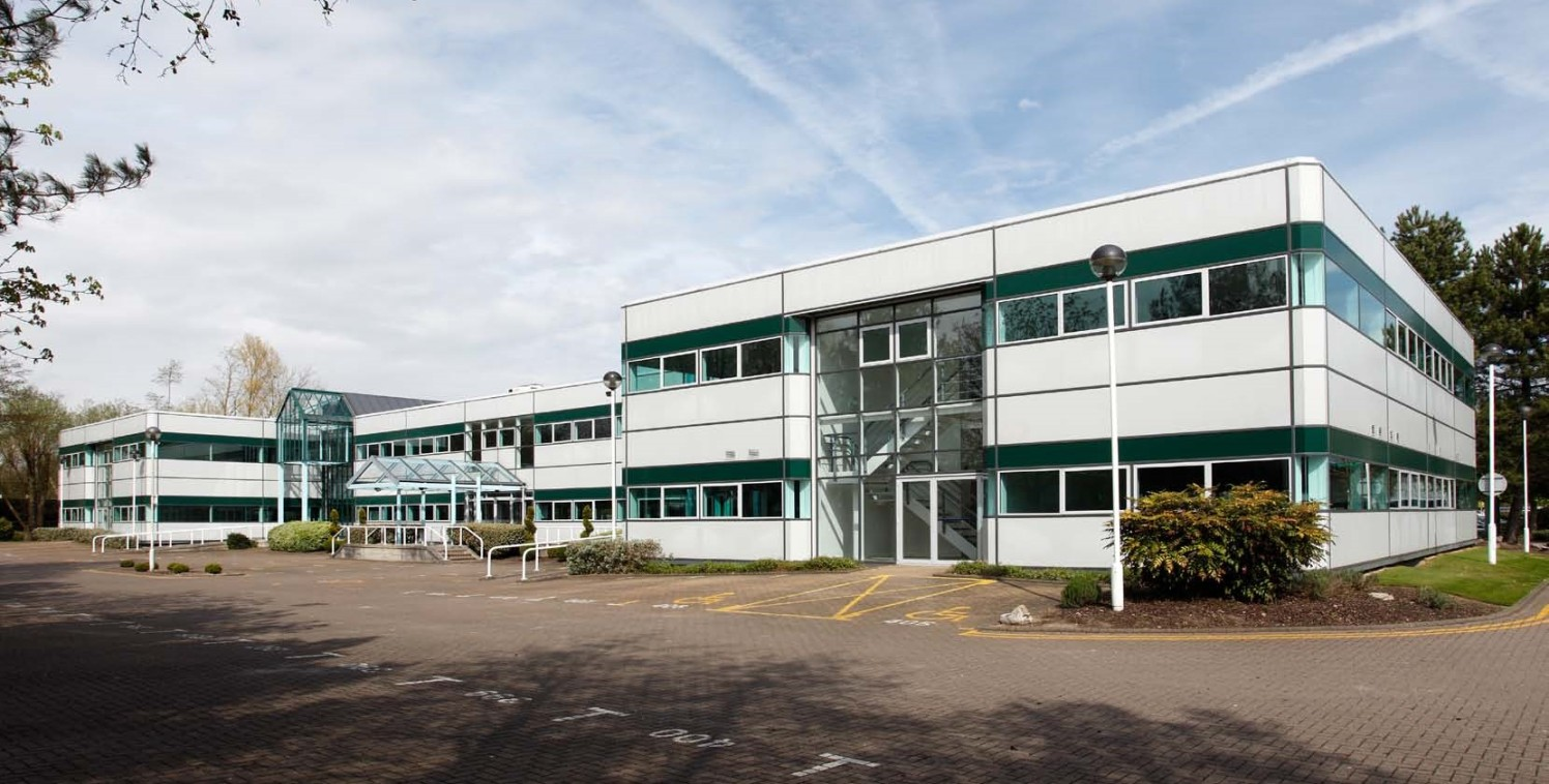 592 sq ft\n\nNewbury Business Park - First Floor Offices\n\nThe property is located on the Business Park, the prime office address in Newbury with many national and international companies on the site. The Business Park is very close to the A4 walkin...