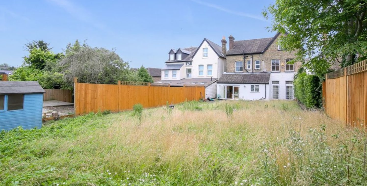 !! PLANNING POTENTIAL !! ... !! CONVERSION OPPORTUNITY !! .. !! SOLE AGENTS !!  CSJ Property offer this substantial 4,000 sq ft detached house located close to South Croydon Station.