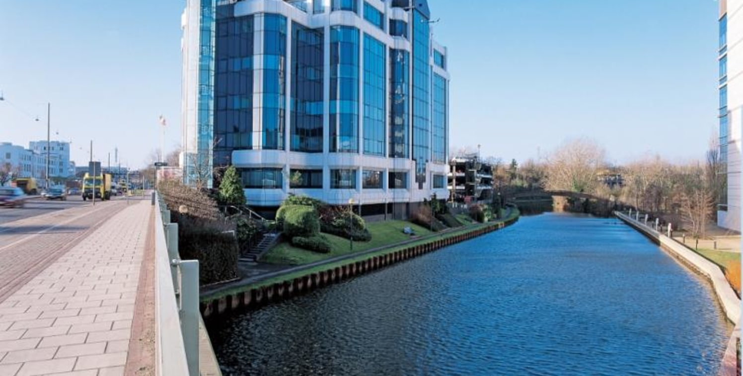 At 52,990 sq.ft. (4,923 sq. m.) Profile West is a landmark building which provides an impressive modern office environment in keeping with its prominent location adjacent to GlaxoSmithKline headquarters....