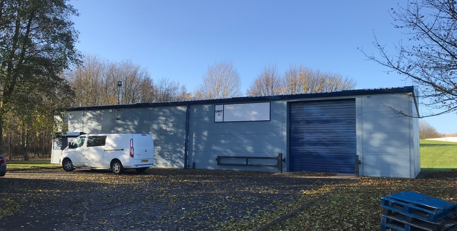 RECENTLY REFURBISHED INCLUDING INTERNAL REFIT AND ELECTRIC ROLLER SHUTTER DOOR.  The property is a detached single storey steel portal frame unit with metal cladding panels to elevations with the roof clad with corrugated metal sheeting incorporating...