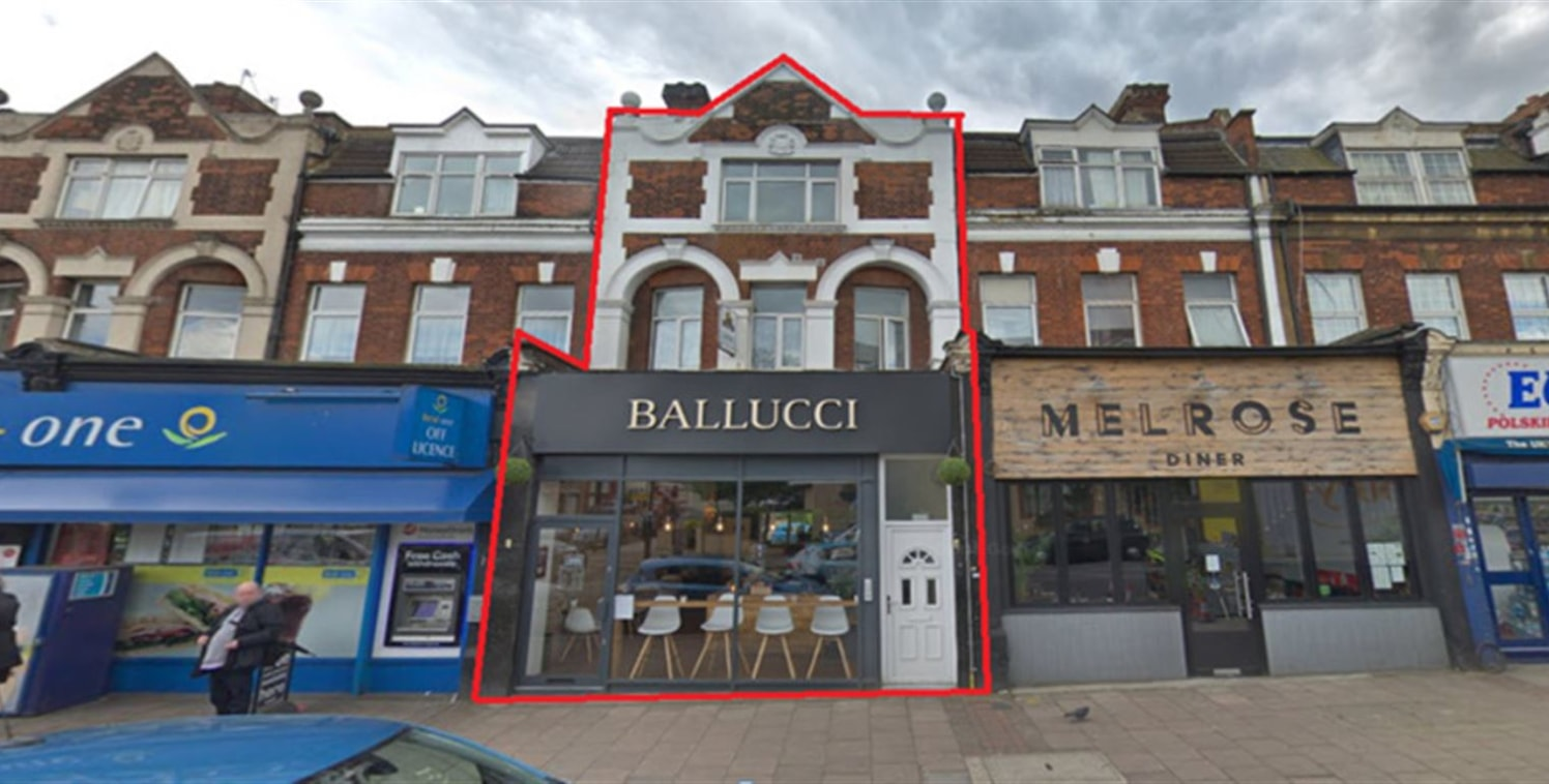 Located in a commercial retail parade in Isleworth  1 minute walk to Isleworth Station  Busy retail high street with parking to the facade   3 year rent review   3 Storey mid terrace building with residential upper and rear parts forming 4 flats   A3...