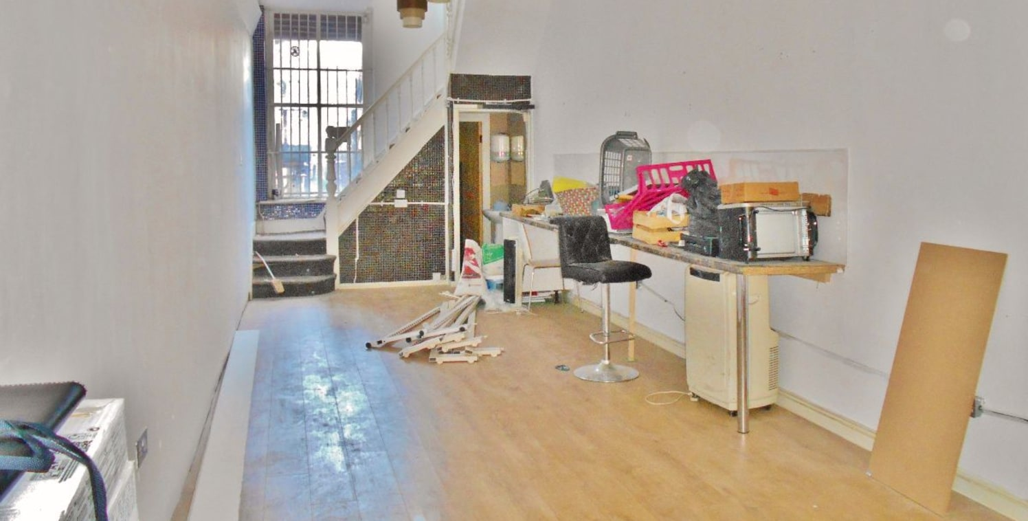 David's Homes present a two-storey commercial property situated on the highly sort after City Road with new A3 consent. Also suitable for office/retail use. Competitively priced, this property is ideally positioned for businesses looking to take adva...