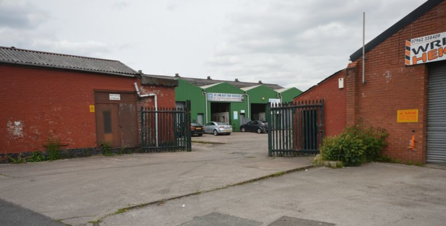 Commercial Unit to let 985 Sq Ft suitable for various trades
