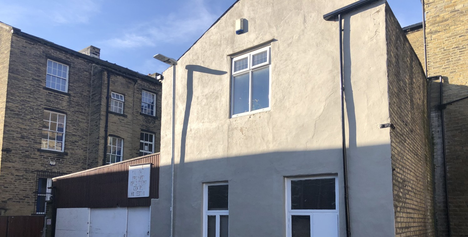 *Industrial unit with office and 3 x 1 bedroom flats*  The property briefly comprises a three storey residential Victorian period property fronting onto Ferguson Street which provides accommodation over four floor levels to include basement which is...