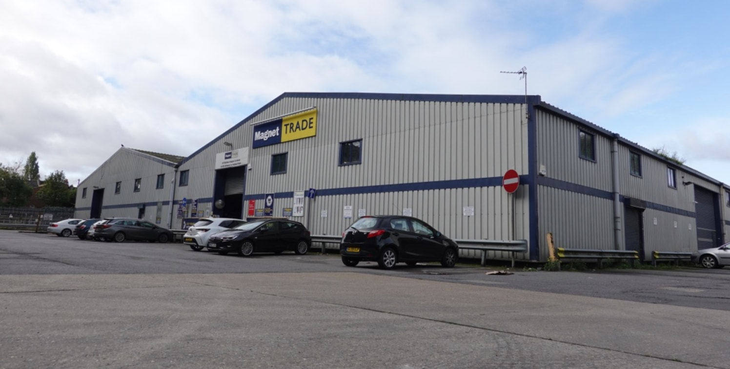 A rare opportunity to purchase a freehold warehouse in Central Harrow. The unit is currently occupied by a Magnet Trade Centre and provides approx 8,762 sq ft of open warehouse space. The unit benefits from a 26ft eaves height, two roller shutter loa...