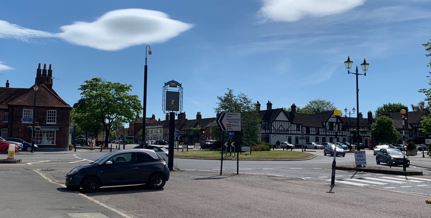 The property is located on the north side of Wycombe End next to Crazy Bear on the junction to Aylesbury End (leading to the New Town). The premises occupies a prominent retail position. There is free parking along the ''four Ends'' in Beaconsfield O...