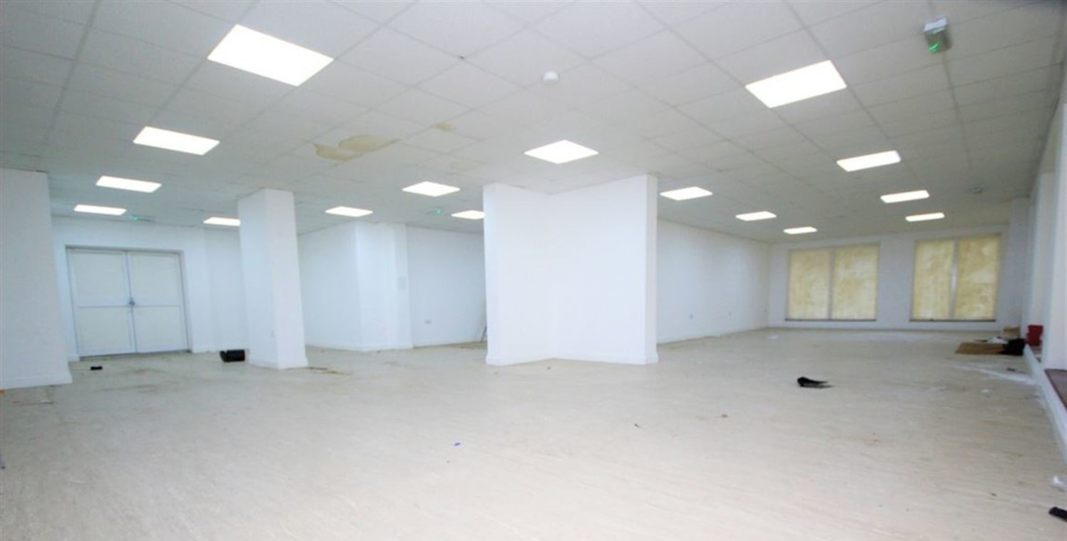 Spread over approximately 2100 square feet is this ground floor retail unit located close to Stepney Green Station.