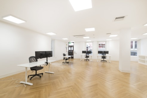 Beautifully refurbished Office/Gallery on the ground floor immediately available to be let - 1,377 sq ft