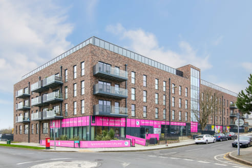 A new lease is available to let on flexible terms.  The unit is found on the ground floor and offered in shell and core condition. Measuring 1,014sqft, it benefits from dual aspect and a south easterly perspective.   Found on the corner of Station Ap...