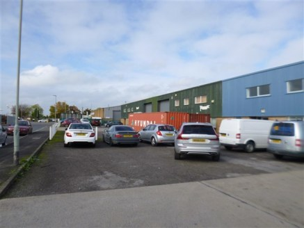 Prominent warehouse unit just off the Bristol Road with potential for a variety of...