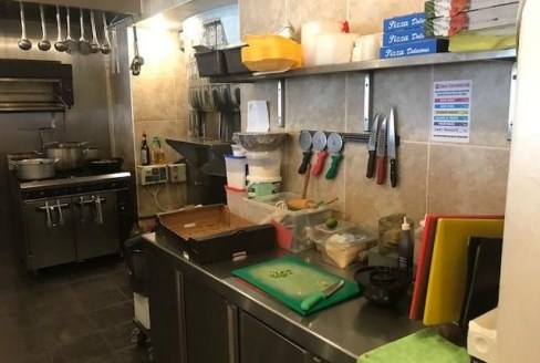 Available immediately Location: Occupying an ideal trading position with excellent access to major road and motorway links (A6, A5 & M1 etc.) on the densely populated outskirts of the prosperous Bedfordshire town of Luton. Description: The restaurant...