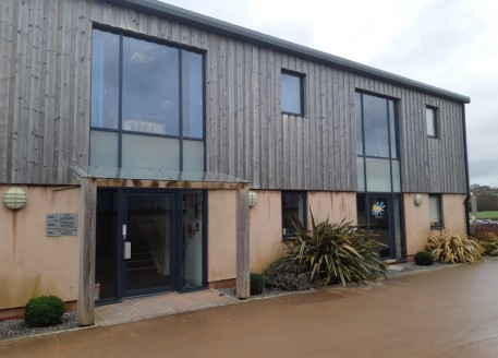 Tastefully redeveloped from existing barn buildings, this modern self-contained office suite is situated at ground floor, adjacent to the park entrance and accessed via glazed personnel doors to the rear of the premises. 5 car parking spaces are allo...