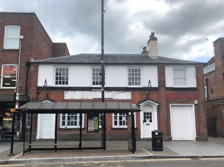 The premises occupy a prominent trading position at the eastern end of Brentwood High Street. Neighbouring major retailers include Next, Marks & Spencer, Monsoon/Accessorize, Bairstow Eves and Halifax as well as a range of restaurants and bars includ...