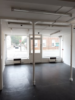 61 The Tything is a self-contained retail unit arranged over  the ground floor which benefits from a glazed frontage to  The Tything. Internally, the property is arranged to provide an open plan retail area over the ground floor, WC facilities, kitch...