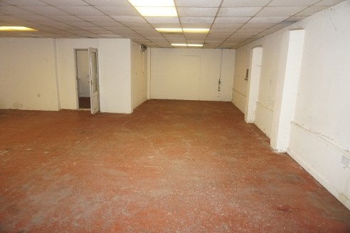 Single storey open plan warehouse unit located on a small secure well established commercial site close to Stanley Park. The unit provides approx. 1,400 sq ft mainly open plan with 2 offices and 2 wc's, up and over garage door access plus pedestrian....