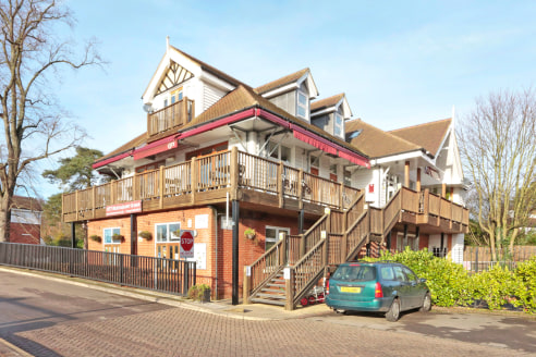 Fitted restaurant opportunity in picturesque Thameside location, a rare opportunity to acquire a fully fitted riverside restaurant in a highly affluent and picturesque location. Undergoing enhancement to extend balcony with canopy to increase no. of...