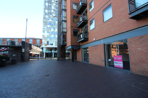 Under Offer]\n\nMODERN OFFICE / retail premises in BIRMINGHAM CITY CENTRE next to both THE MAILBOX and THE CUBE - Total (NIA) 1,009 ft2 (93.7 m2)...