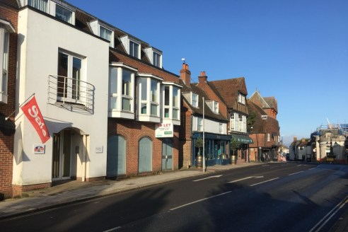 The premises form part of the ground floor of a modern 3 storey building. There is rear access together with 2 allocated parking spaces (possibility of tandem parking subject to vehicle size). Previously occupied by an estate agents, the space is sui...