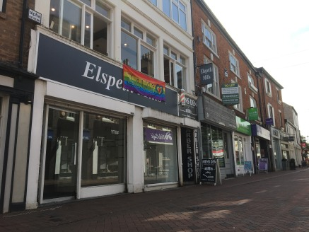 GROUND FLOOR RETAIL  SELF CONTAINED  CHARACTER SPACE  MACCLESFIELD TOWN CENTRE  DOUBLE FRONTED  LOCATION  The premises are situated on the southern side of Chestergate which forms the original pedestrianised section of Macclesfield's main shopping ar...