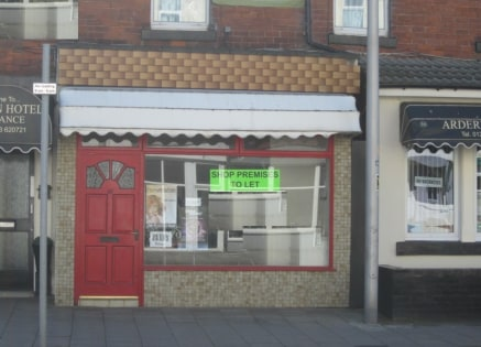 Ground floor lock up leasehold shop premises located in a town centre location close to Hornby Road junction. Shop previously traded as a Hairdressers presently fit out with 5 chairs and 2 backwash basins. New lease, term negotiable, rent £4,20...