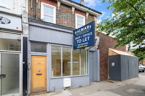 The unit benefits from ample natural light due to its 1.75m frontage. The property is found on the ground floor and is available to move in immediately, with only a carpet to install.   The property is situated next to Grove Vale high street which ru...
