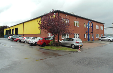 Prominent detached warehouse unit on Kingsway, Team Valley. Cross docked - 10 level access doors. Two storey offices. 5.7m eaves height. Fully refurbished condition. Electric heaters in the office. Secure service yard.