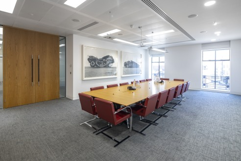 Stunning part 2nd floor in this exceptional building. Fully fitted to provide large reception, meeting rooms, open plan, break-out.