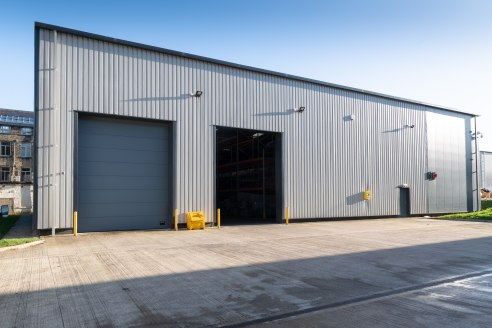 The unit comprises of a high quality industrial premises located within the popular Park Valley development.   The unit has been built to a high standard incorporating the following;  7m eaves height  5m X 4m loading doors (x2)  Excellent loading fac...