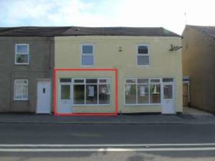 Ground floor hot food takeaway premises. Prominent roadside position on arterial road. Total Net Internal Area 33.6 sq.m. / 362 sq.ft....