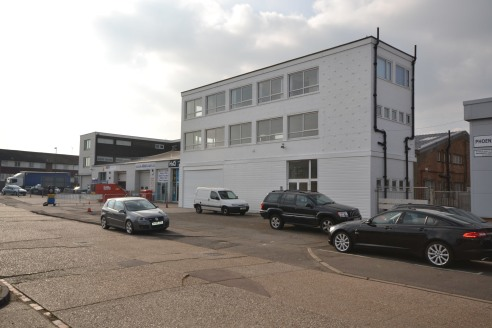 We are delighted to bring to the market a very flexible industrial unit with ancillary office space and parking at the front. Galen House has been re-decorated through out and is offered with vacant possession....
