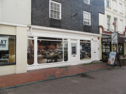 NEWLY REFURBISHED RETAIL PREMISES TO LET (PLANNING CONSENT FOR A3 CAFe/RESTAURANT USE) The property is located in the heart of the vibrant Lanes shopping district www.visitbrighton.com/shopping/the-lanes renowned for its jewellers, boutique retailers...