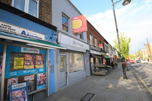 GUIDE PRICE £225,000 - £250,000  Offered for sale is this vacant commercial unit spread over 264 square feet with rear kitchen, bathroom and bsement. Located on the busy stretch of Roman Road.
