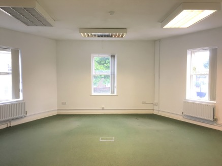 First Floor Office in Town Centre  Total 88.90 sq m (957 sq ft)