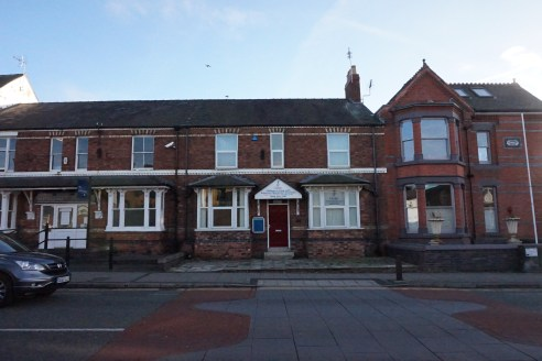 Self Contained Offices With Parking. Suitable For Alternative Uses (Subject to Planning)  For Sale : £185,000