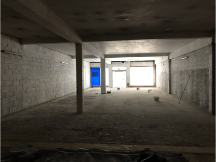 Formerly Halifax Bank, the ground floor unit is in a shell condiiton ready for fitout. Comprising circa 2,565 sq.ft, the unit provides a great opportunity for both retail and alternative uses including: A3, D1 and D2, noting the good floor to celing...