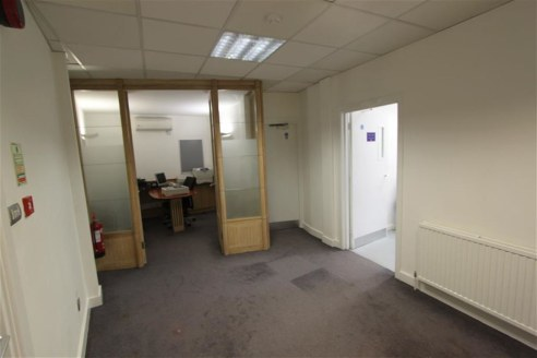 ***FIRST FLOOR OFFICES IN PRIME LOCATION***  Rare opportunity to lease the first floor of a former bank of approximately 1,000sqft situated in the heart of Westbury On Trym village. The property was previously occupied by the Co-Operative bank. Benef...