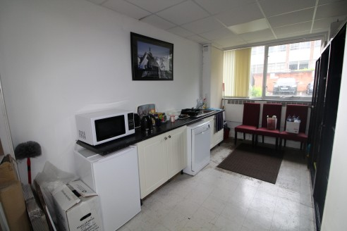 Refurbished Office Suite with 3 Car Parking Spaces - Total NIA 1,000 ft2 (92.90...