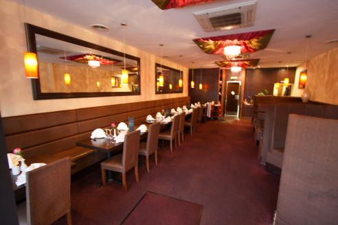 Well Presented Restaurant Premises & First Floor Flat   Total Size 183.55 sq m (1976 sq ft)