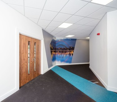 TO LET - NEWLY REFURBISHED OFFICE ACCOMMODATION - GATESHEAD  Honeycomb comprises newly refurbished office accommodation with suites available ranging from 1,800 sq ft - 4,950 sq ft.  LOCATION  The property is available as a whole or as individual sui...