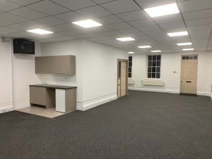 First floor office in prominent location.   Fully refurbished open plan office.  Excellent natural light  Kitchen  Fully IT cabled  Available on flexible terms, VAT exempt.  Development located at southern end of City Road, close to station, city cen...